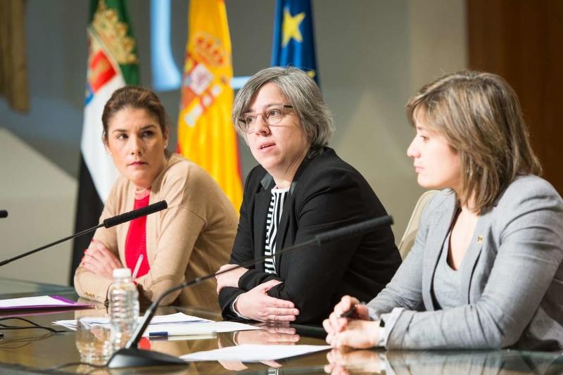 La consejera de Cultura e Igualdad presenta el Programa Mujerext 2018 con el que se pretende apoyar y visibilizar a la mujer en el ámbito deportivo