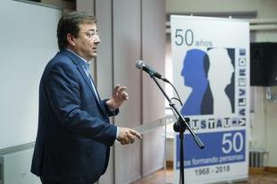 Fernández Vara destaca a los profesionales de la educación como transformadores de la sociedad
