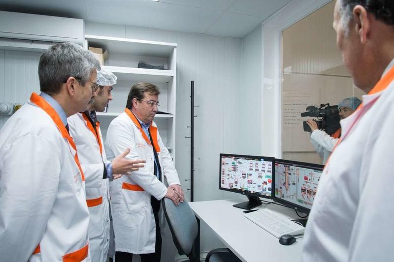Fernández Vara apunta como objetivo principal la atracción de grandes empresas a la región
