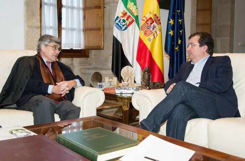 Fernández Vara recibe al director general de la Escuela de Organización Industrial