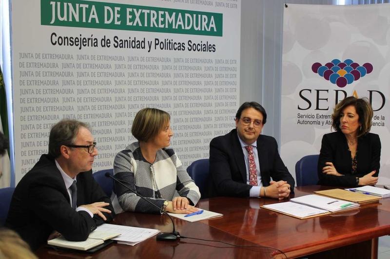 La Junta renueva por dos años el convenio para programas de envejecimiento activo en centros de mayores del SEPAD