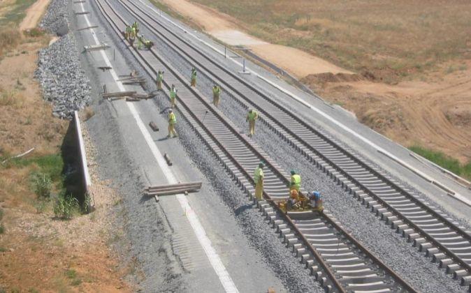 Adif adjudica las obras complementarias del montaje de vía de Alta Velocidad entre Mérida y Cáceres