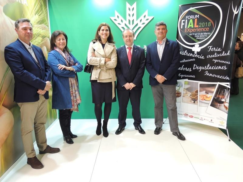 Caja Rural de Extremadura convoca una nueva edición de sus Premios Espiga de vino y tapón de corcho