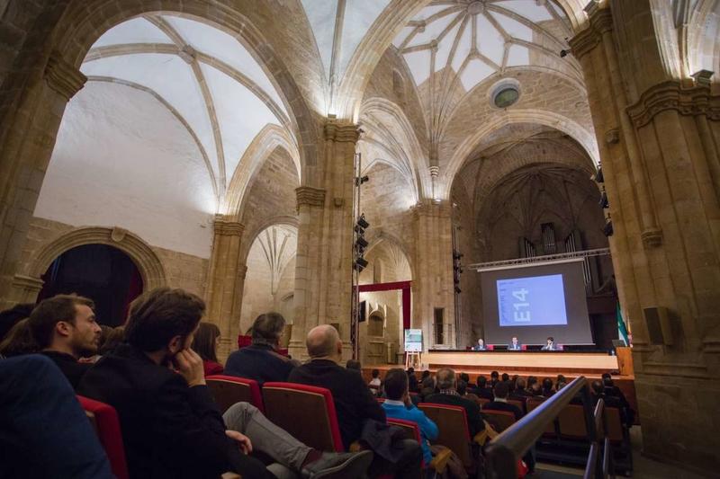 Fernández Vara subraya la influencia de la arquitectura en nuestro modo de vida