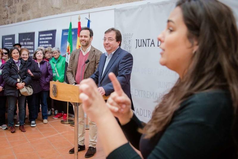 Personas con discapacidad auditiva visitan Extremadura dentro del programa del IMSERSO