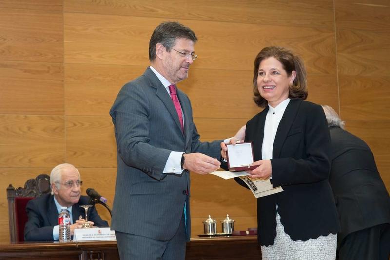 La vicepresidenta recibe la Cruz de Honor de la Orden de San Raimundo de Peñafort