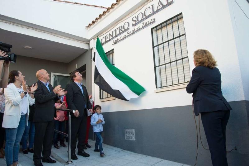 El presidente de la Junta valora la contribución de los primeros alcaldes democráticos al desarrollo de Extremadura