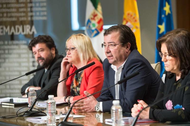 Junta y agentes sociales firman la actualización de la Estrategia Industrial de Extremadura