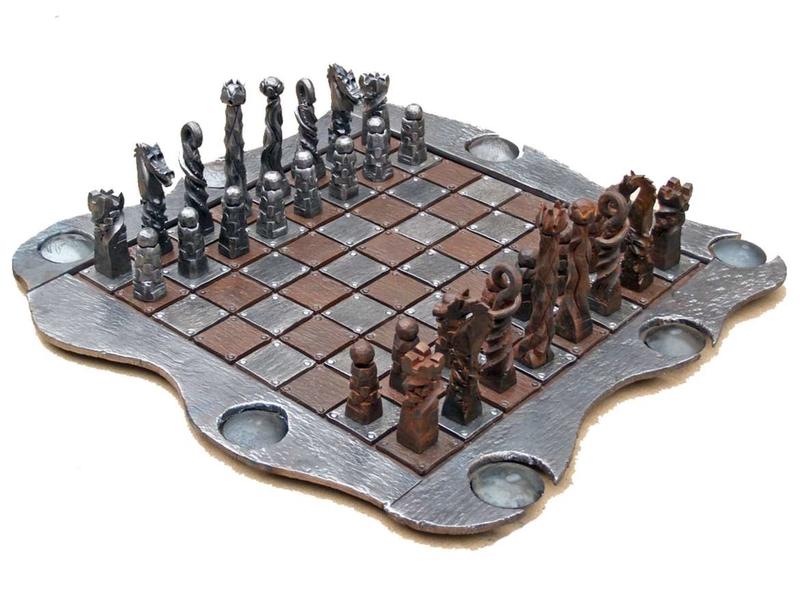 Un ajedrez de forja gana el primer premio del XVII Concurso de Artesanía Junta de Extremadura