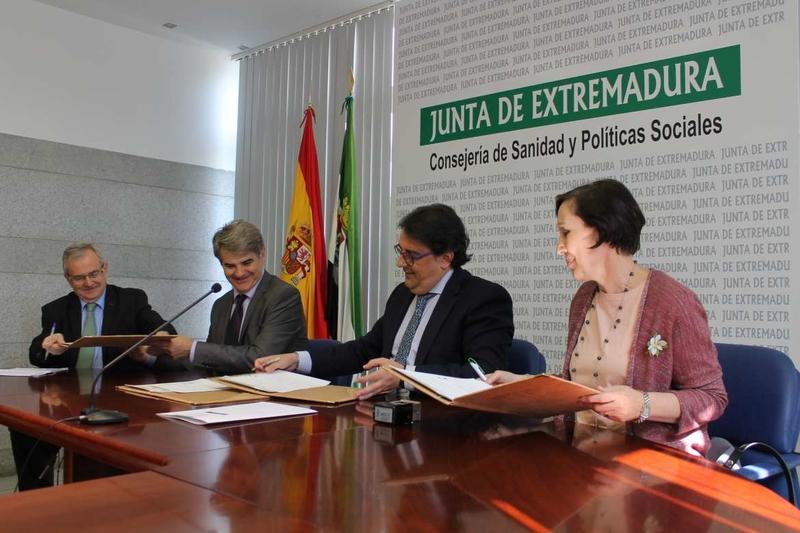 La Junta formaliza con AECC la atención psicológica a los pacientes de cáncer y sus familiares