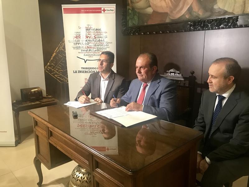 Un convenio entre Cruz Roja y Caja Rural de Extremadura destinará 1,3 millones a la creación de empleo