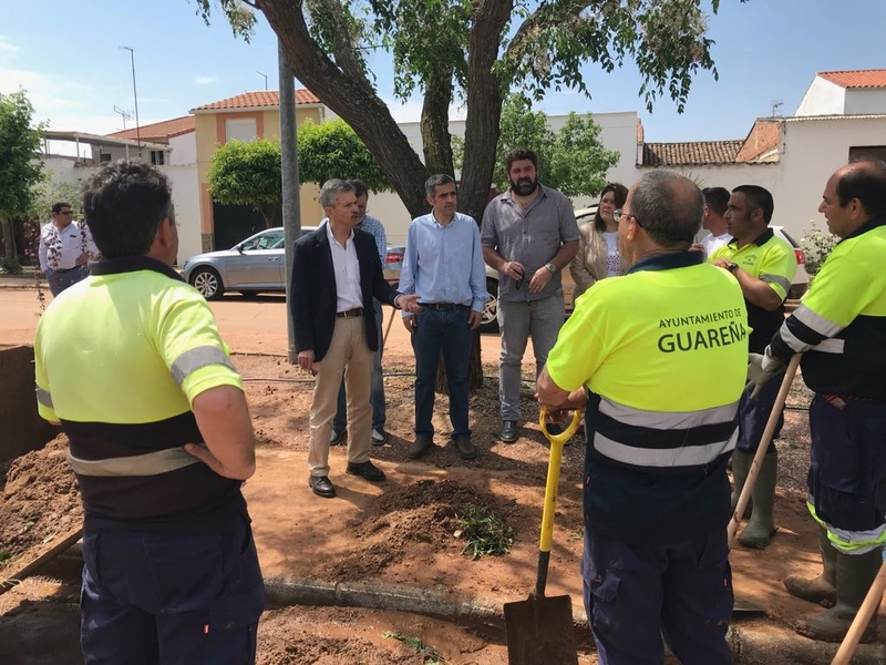 José Luis Navarro visita Guareña para comprobar sobre el terreno los daños producidos por las tormentas de la tarde de ayer