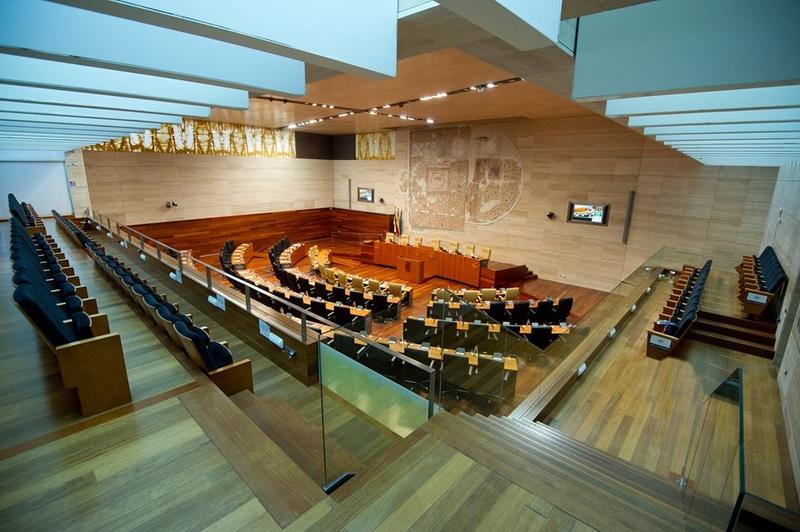 Podemos considera que la Asamblea ''tiene que parecerse más a la ciudadanía que representa''