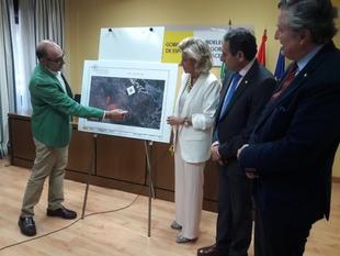 Herrera destaca la colaboración entre administraciones en la firma de cesión del tramo de la antigua N630 aGarrovila