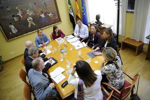 Gil Rosiña participa en la recepción a la delegación del Comité de las Regiones que visita Extremadura