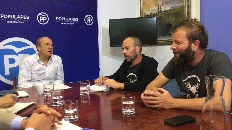 Monago anuncia una propuesta para que AMUS continúe con su actividad