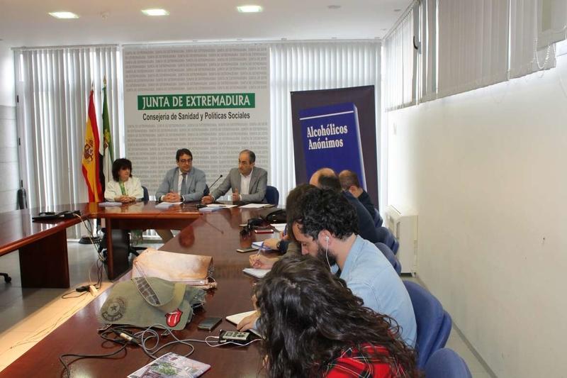 El SES impulsa la colaboración con Alcohólicos Anónimos como complemento a la red asistencial sanitaria