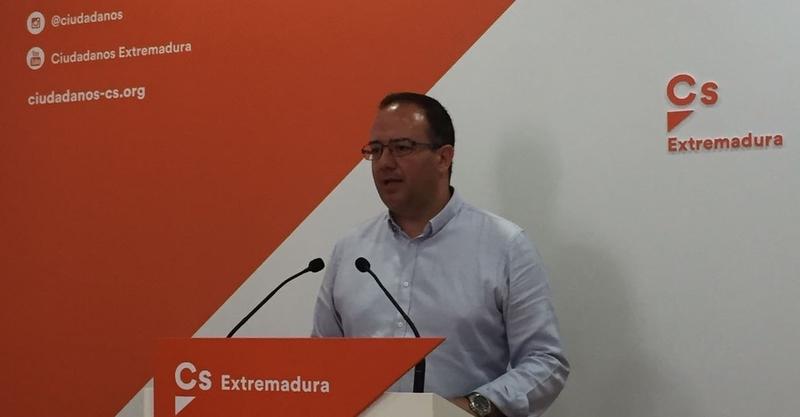Cayetano Polo: ''La Consejería debería trabajar en dar una solución a la situación de los agricultores de la cereza''