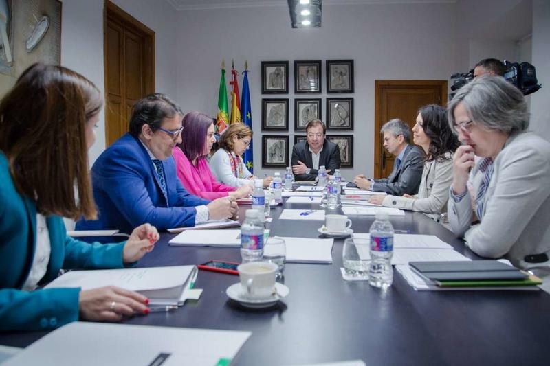 El Consejo de Gobierno aprueba ayudas para facilitar la recuperación del talento y el retorno de los extremeños en el exterior