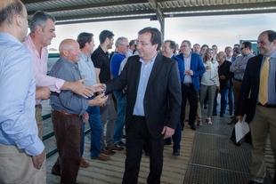 Fernández Vara apuesta por el cooperativismo para seguir creciendo en el sector bovino