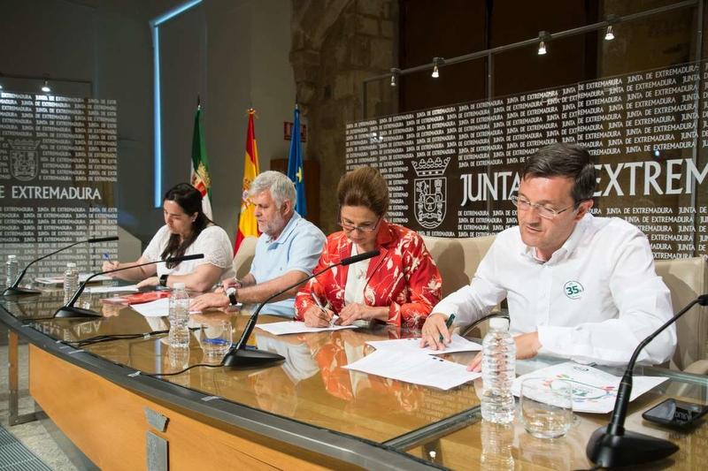 Junta de Extremadura y sindicatos firman un acuerdo sobre flexibilización de la jornada laboral