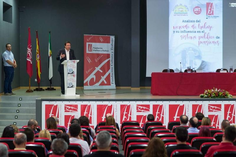 Fernández Vara considera la recuperación de los derechos laborales y los salarios la gran asignatura pendiente