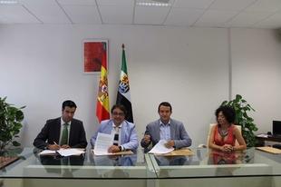 Junta y FEMPEX renuevan el convenio con Iberdrola para clientes vulnerables