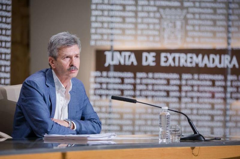 Navarro presenta el Balance de Energía Eléctrica y anuncia proyectos de inversión privada en renovables en Extremadura