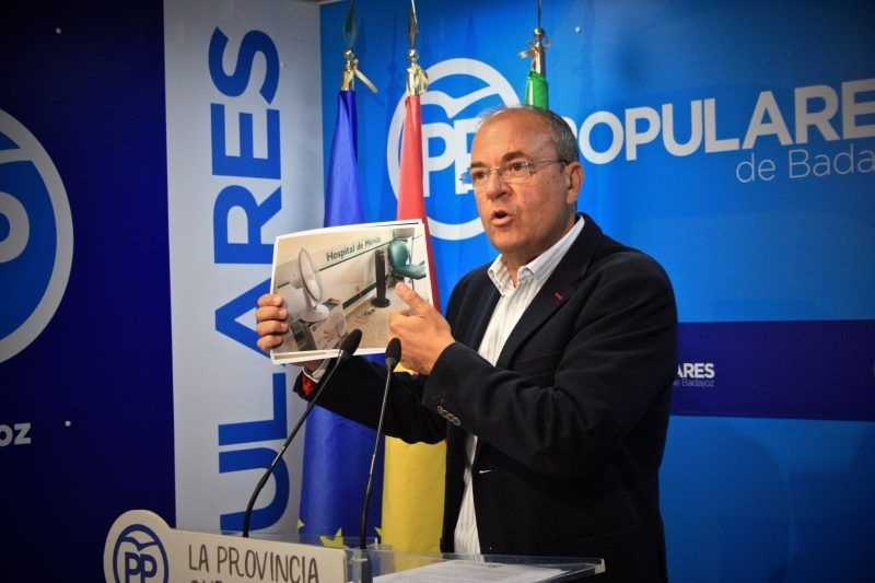 Monago denuncia el ''caos sanitario'' que padecen los extremeños