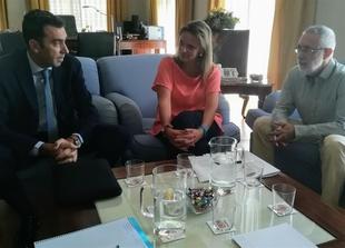 La delegada del Gobierno aborda con las confederaciones del Tajo y el Guadiana los regadíos, los vertidos y el camalote