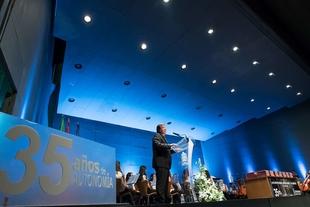 Vara asegura que el pilar del sistema político son los alcaldes y alcaldesas