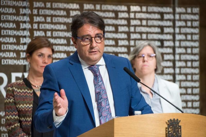 José María Vergeles y Leire Iglesias informan de actuaciones contra la violencia de género en el sistema sanitario extremeño