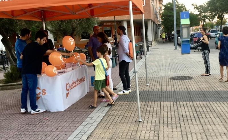 Jóvenes Ciudadanos de Extremadura desarrolla una campaña de recogida de material escolar nuevo