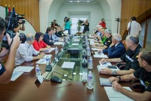Junta de Extremadura y Delegación del Gobierno anuncian un plan estratégico para erradicar el camalote del río Guadiana