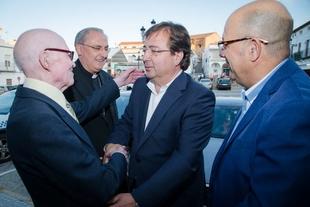 Fernández Vara asiste al Homenaje al periodista, escritor y sacerdote Antonio Aradillas