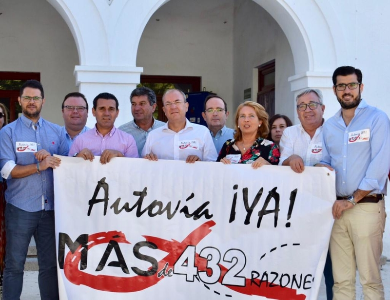 Monago acusa al PSOE de apagar los megáfonos en la petición de conversión de la N-432 en autovía