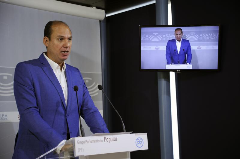 El PP de Extremadura exige a Vara el cese del director de AGENEX por incompatibilidades
