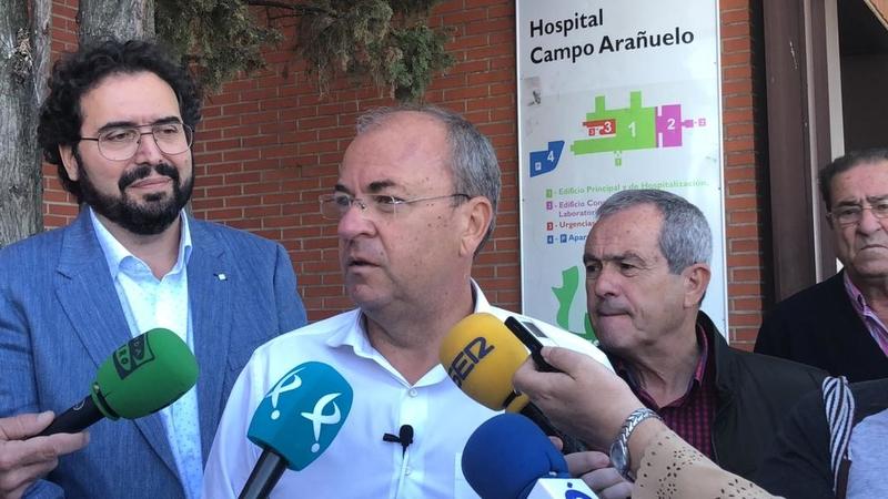 Monago critica la situación de ''ruina'' de los hospitales y exige recursos para su mantenimiento