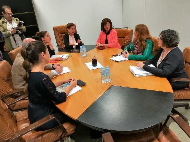 La vicepresidenta de la Junta se reúne con el grupo Podemos para negociar los presupuestos de la comunidad