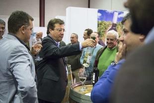 Vara ensalza la calidad de los vinos extremeños y reafirma el compromiso de la Junta con el regadío de Tierra de Barros