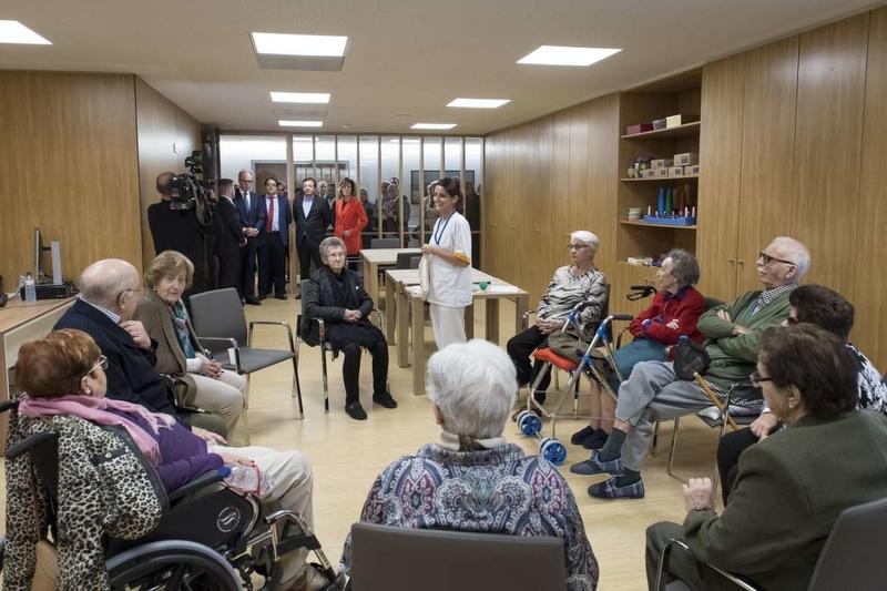 El presidente destaca la importancia de integrar la parte sanitaria y la social en la atención que se presta a los mayores