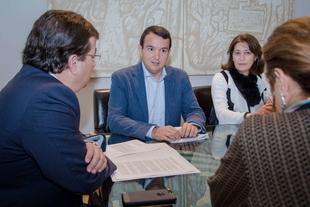 El presidente de la FEMPEX manifiesta a Fernández Vara su preocupación por la proliferación de locales de juego y apuestas en los municipios