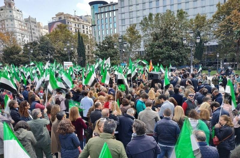 Cerca de 4.000 extremeños vuelven a manifestarse en Madrid por por un tren digno en Extremadura