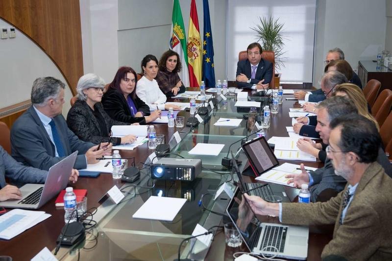 Fernández Vara preside la reunión del Patronato de FUNDECYT-PCTEX
