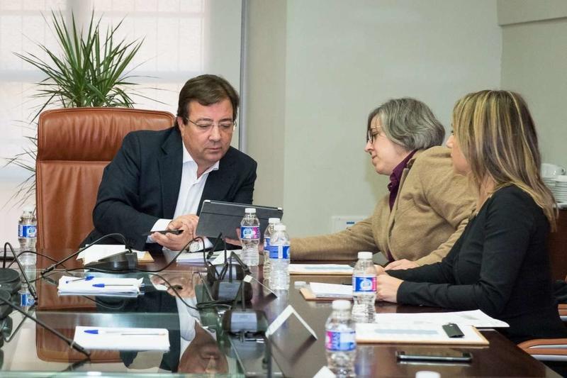 El presidente de la Junta preside la reunión de la Fundación Jóvenes y Deporte