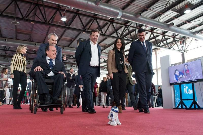 Fernández Vara valora la importancia de nuevas ideas y proyectos en un mundo que cambia a gran velocidad