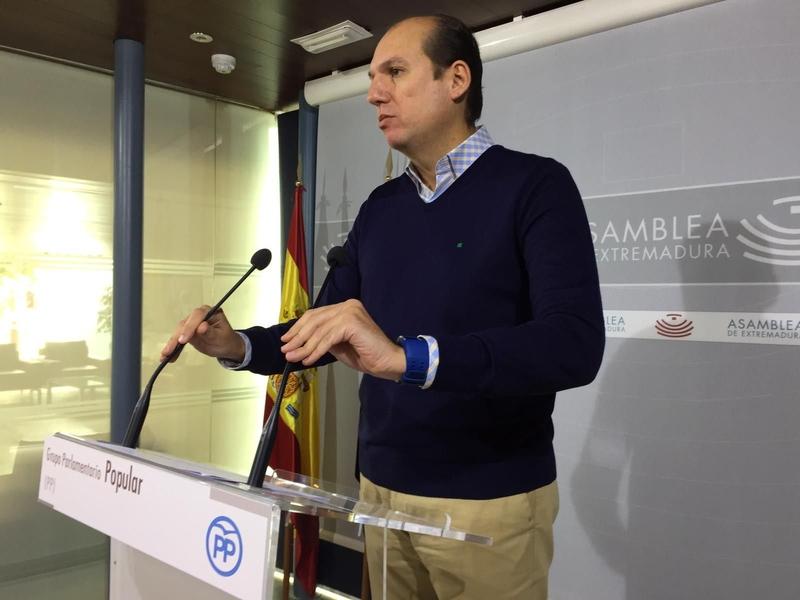 El PP afirma que cuando coinciden gobiernos socialistas en Madrid y Extremadura, ''el AVE sale volando''