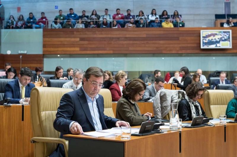 Fernández Vara afirma en la Asamblea que seguirá trabajando por la unidad de acción en la reivindicación de infraestructuras dignas