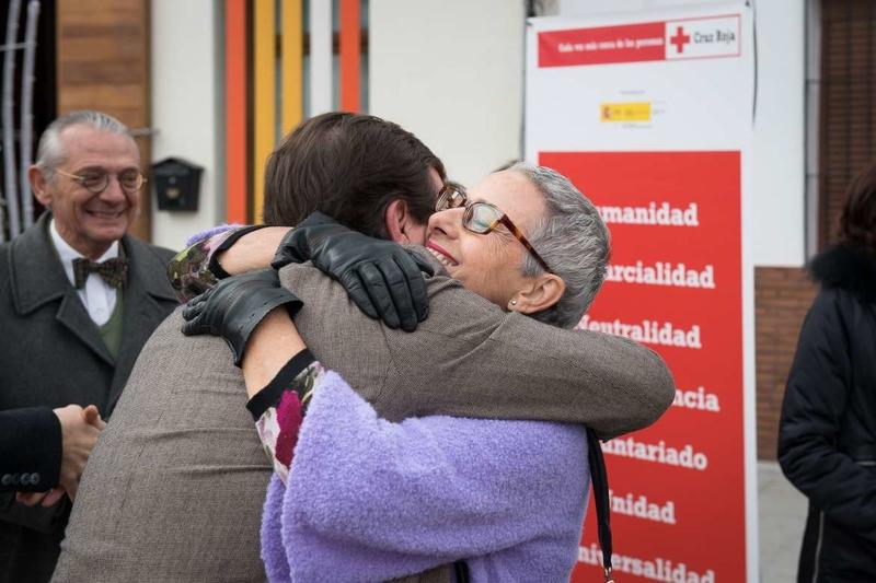 Vara destaca el trabajo que Cruz Roja desarrolla para aliviar el sufrimiento y dolor de las personas más vulnerables