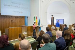 Vara participa en la lectura de la Constitución en la Asamblea de Extremadura
